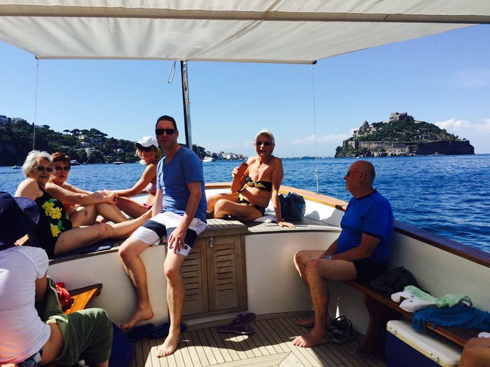 Escursione giro dell'isola di Ischia in barca