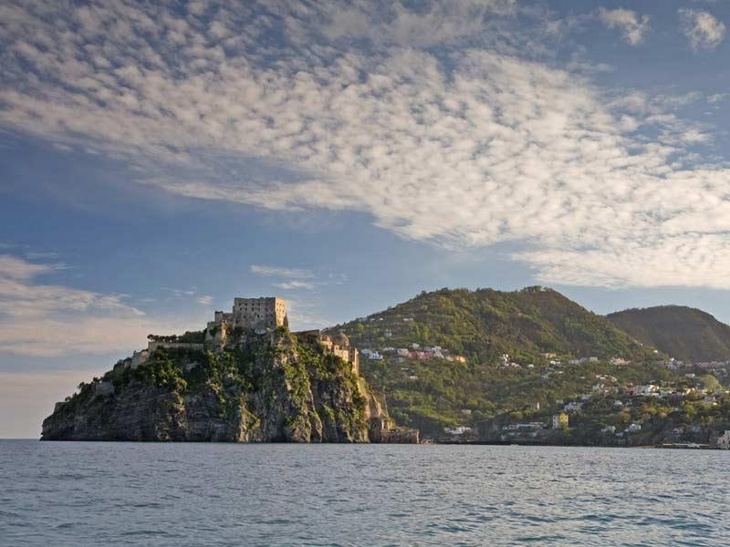 Giro dell'isola d'Ischia via mare