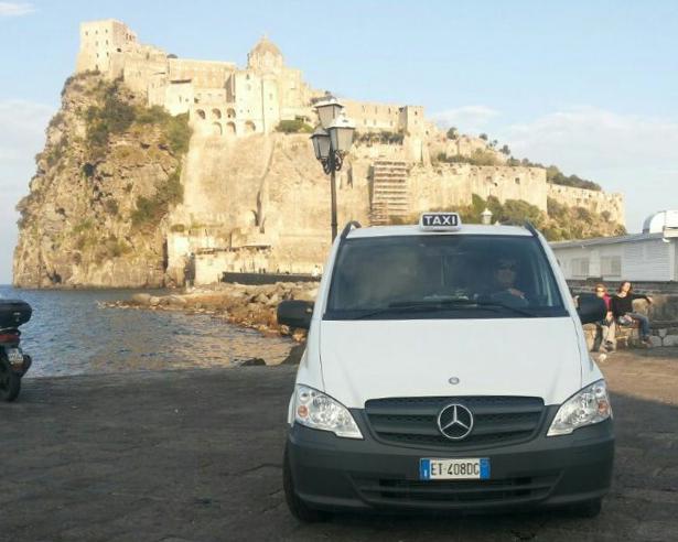 Transfer con taxi da/per Ischia Porto